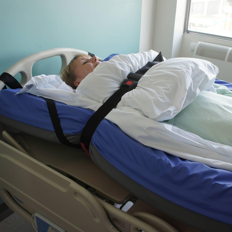 Manta de evacuación SkiSheet debajo de un colchon en hospital