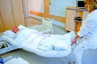Manta evacuación con Velcro bajando paciente hospital al suelo