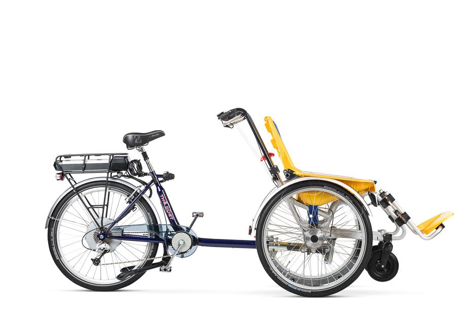 Bicicleta DUET juntada la parte de la silla de rueda con la parte de la bici.